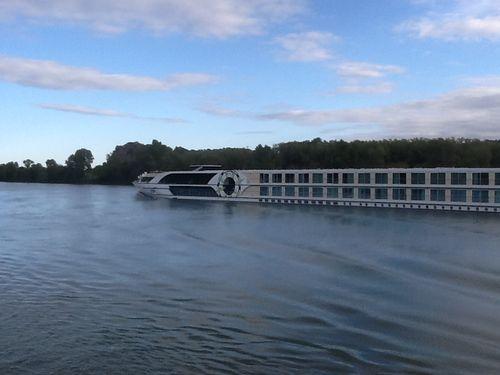 LM - Cruise Ship